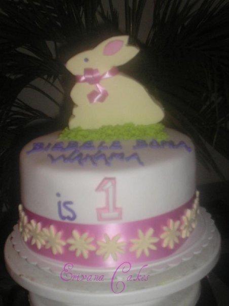 Rabbit Cake (B125)